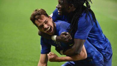 المهاجم الفرنسي بافيتيمبي جوميس مع كارلوس إدواردو لاعب الهلال السعودي (صور: Getty)