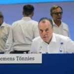 كليمنس تونيس رئيس نادي شالكه الألماني (صور: Getty)