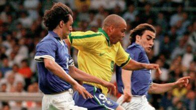 رونالدو محاصر بين كانافارو ومالديني في مباراة البرازيل وايطاليا (صور: Getty)