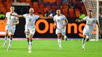 فرحة لاعبي المنتخب الجزائري إسلام سليماني