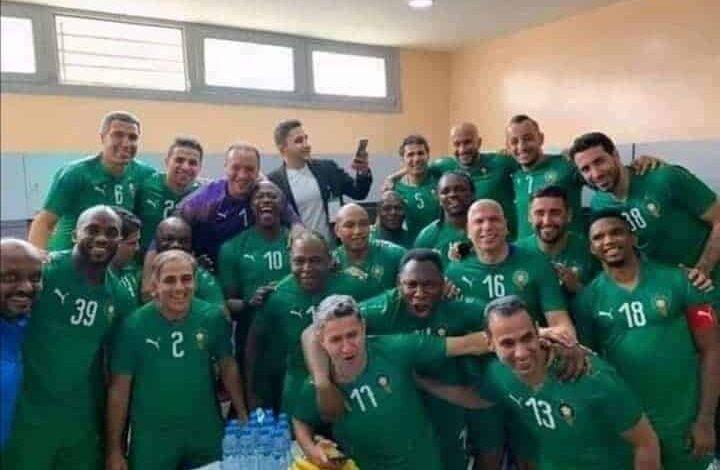 نجوم أفريقيا ضد نجوم العالم في مباراة الذكرى ال44 للمسيرة الخضراء في مدينة العيون المغربية (صور: Twitter)