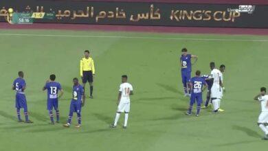 صورة لقطة اليوم | ثعبان يُهاجم ملعب مباراة عكاظ والفيحاء في السعودية!