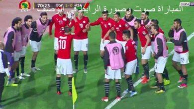 احتفال رمضان صبحي مع لاعبي منتخب مصر تحت 23 عامًا بعد الهدف الاول امام جنوب افريقيا (صور: TV)
