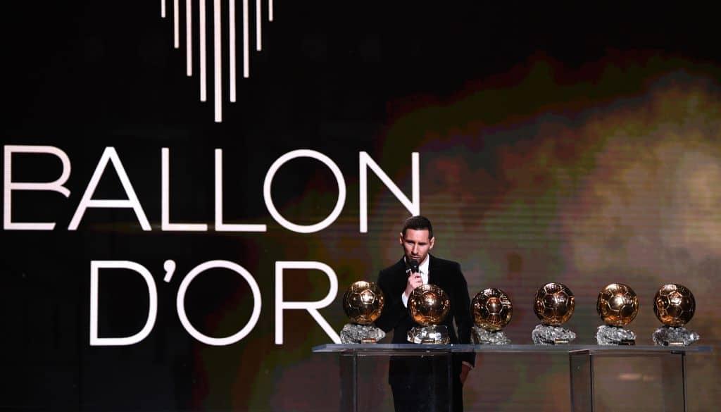 ليونيل ميسي يتوج بالكرة الذهبية السادسة من فرانس فوتبول في رقم قياسي جديد (صور: Getty)