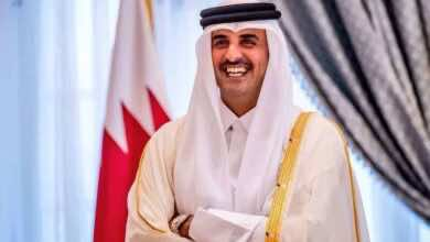 """صورة أمير قطر يتوج الفائز بنهائي """"خليجي 24"""" بين السعودية والبحرين"""
