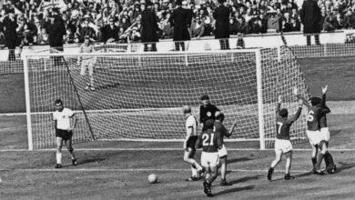 """صورة يوم حزين في ألمانيا بوفاة ضحية """"جيف هيرست"""" في مونديال 1966"""