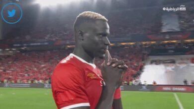 مهاجم الأهلي الجديد آليو بادجي يتحسر على اهدار ركلة جزاء أمام الزمالك في كأس السوبر المصري 2019 (صور: TV)