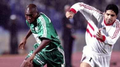 مدحت-عبد-الهادي-وإيندينو-في-نهائي-دوري-أبطال-أفريقيا-2002-بين-الزمالك-والرجاء (صور: Getty)