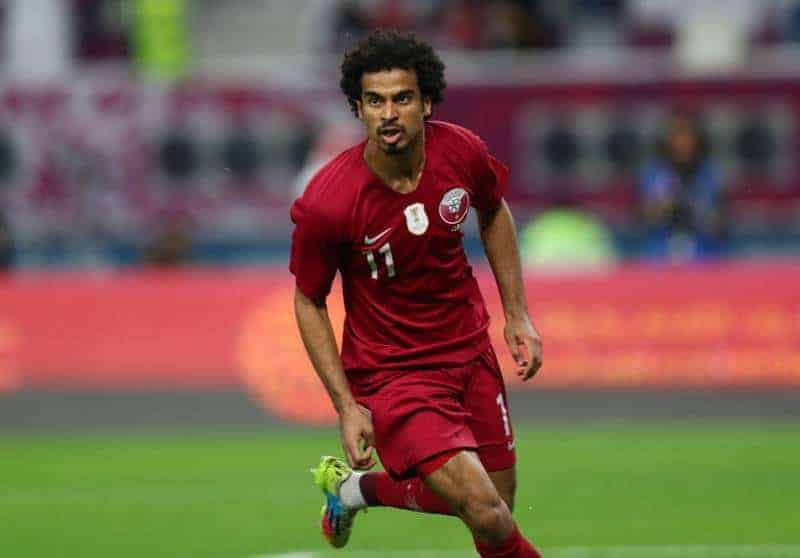 أكرم عفيف بقميص منتخب قطر, الهلال ينتظر عودة أكرم عفيف إلى فياريال من أجل التعاقد معه
