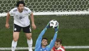حارس مصر محمد الشناوي في كأس العالم 2018 أمام روسيا