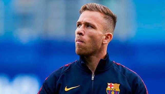 """آرثر ميلو يصدر بيانًا يوضح موقفه """"النهائي"""" من الرحيل عن برشلونة"""