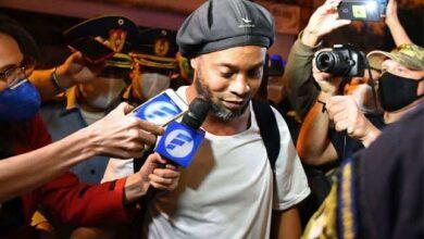 """أسطورة برشلونة """"رونالدينيو"""" يتحدث لأول مرة عن اعتقاله"""