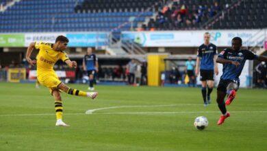 """النجم المغربي """"أشرف حكيمي"""" لاعب دورتموند يسجل فى مباراة بادربورن بالبوندسليجا (صور:AFP)"""