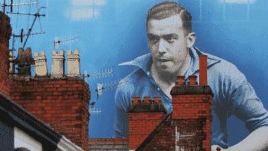 أسطورة نادي إيفرتون ديكسي دين أفضل هداف في موسم واحد بمسابقة الدوري الإنجليزي
