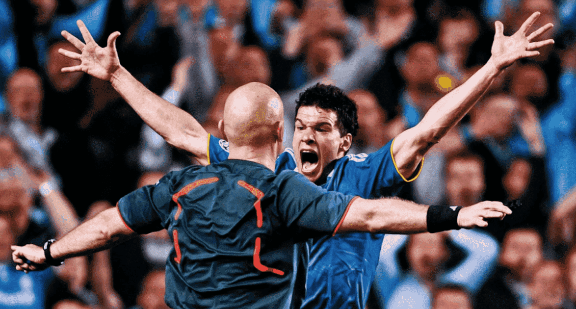 اعتراض ميشئيل بالاك على الحكم توم هينينج في مباراة تشيلسي وبرشلونة عام 2009