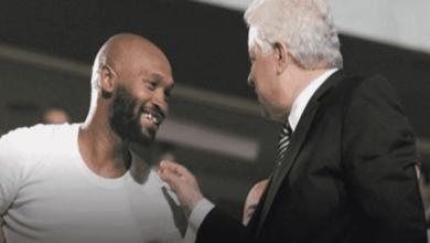 شيكابالا يصافح رئيس الزمالك مرتضى منصور