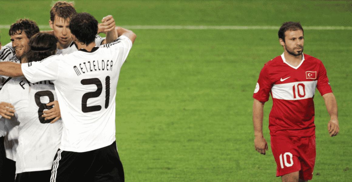 لاعب روبن كازان جوكدنيز كارادينيز بعد الخروج من نصف نهائي كأس أمم أوروبا 2008 أمام ألمانيا