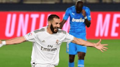 كريم بنزيمة يحتفل بهدف في مباراة ريال مدريد وفالنسيا يونيو 2020