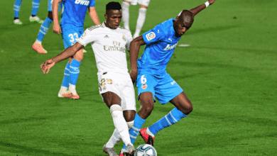 التحام قوي بين كوندوبيا وفيرلان ميندي في مباراة ريال مدريد فالنسيا في الدوري الاسباني 2020