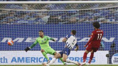 صورة كيف سُرق فان دايك من محمد صلاح في الجولة 34 من الدوري الانجليزي؟