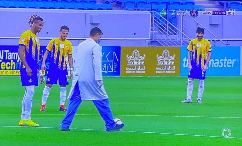 ركلة بداية مباراة الغرافة والعربي في الدوري القطري (صور:twitter)