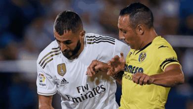 كريم بنزيمة وسانتي كاثورلا في مباراة ريال مدريد وفياريال في الدوري الاسباني