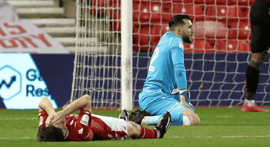 خيبة أمل لاعبي نوتنجهام فورست بعد خسارتهم 4-1 أمام ستوك سيتي في الجولة الأخيرة من الدوري الانجليزي الدرجة الأولى عام 2020