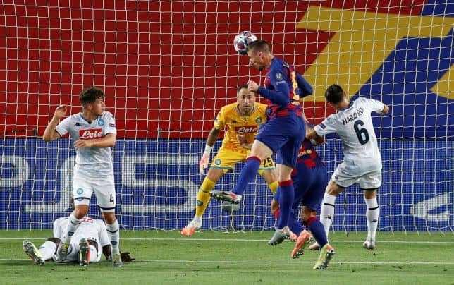 مدافع برشلونة لينجيليه يسجل الهدف الاول فى مباراة فوز برشلونة على نابولي بدوري الابطال 3-1 (صور:AFP)