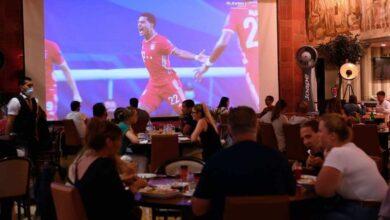 جمهور بايرن ميونخ يتابع المباراة في المقاهي