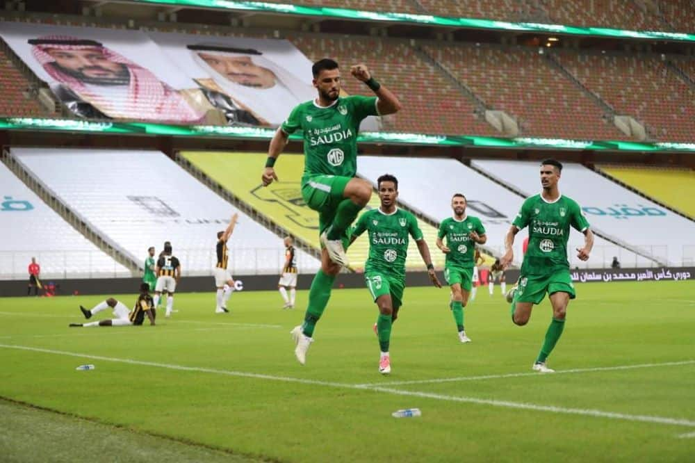 عمر السومة يحتفل فى مباراة فوز الاهلي على الاتحاد بالدوري السعودي (صور:twitter)