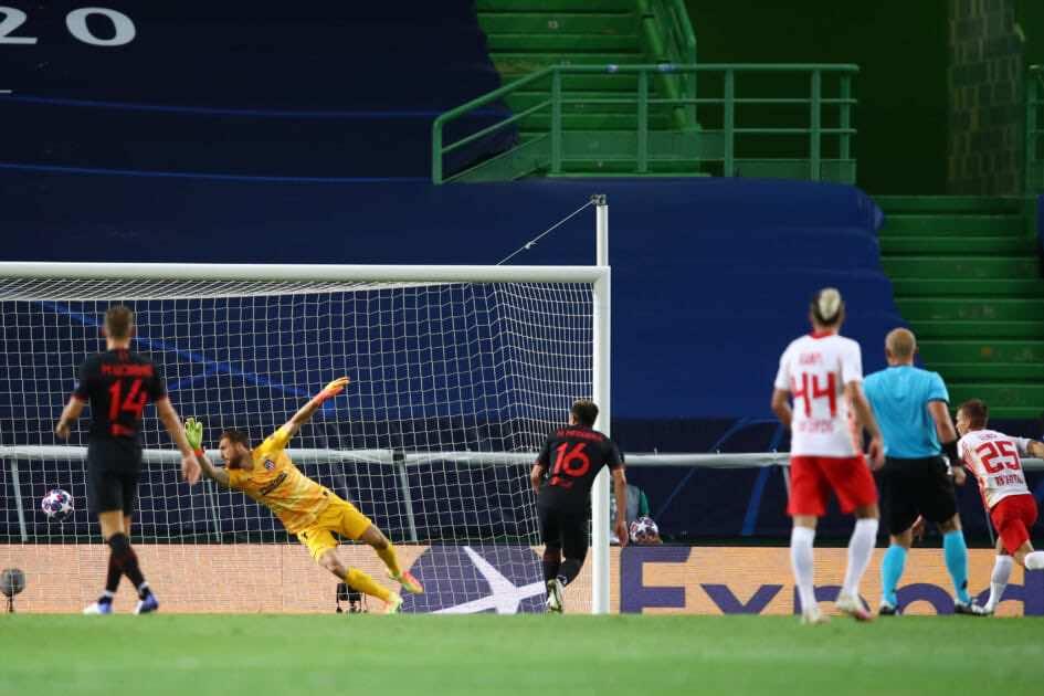 لحظة تسجيل الهدف الاول للايبزيج عن طريق داني أولمو - صور مباراة أتلتيكو مدريد ولايبزيج