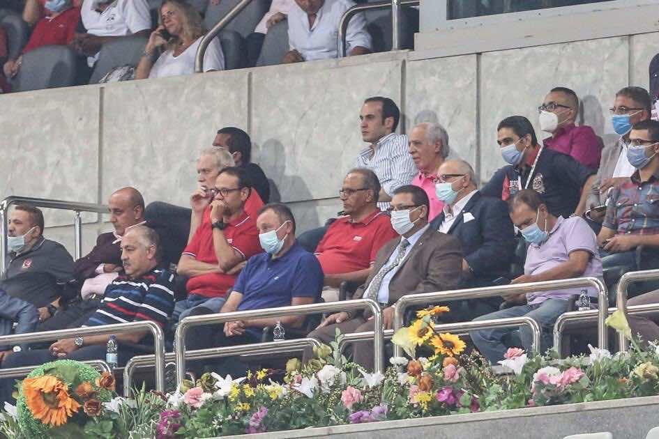 محمود الخطيب في المقصورة الرئيسية بملعب برج العرب اثناء مباراة الاهلي والمصري