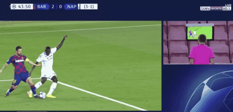 ركلة جزاء ضد كوليبالي لصالح ميسي في مباراة برشلونة ونابولي
