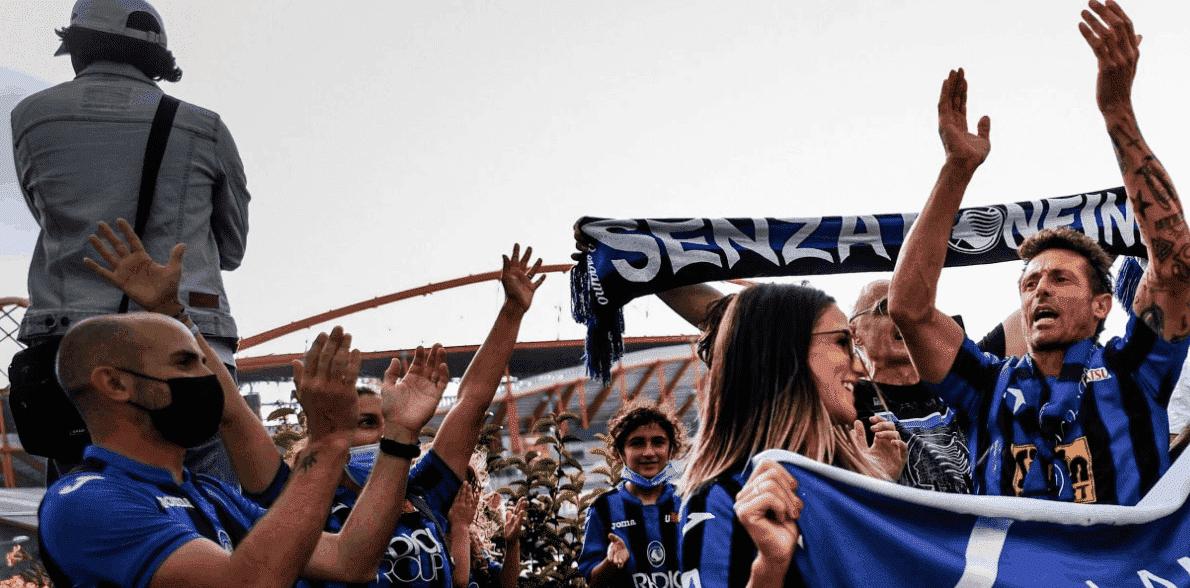 جمهور اتلانتا قبل مباراة باريس سان جيرمان في ربع نهائي دوري ابطال اوروبا خارج ملعب دالوش في العاصمة البرتغالية لشبونة - صور Getty