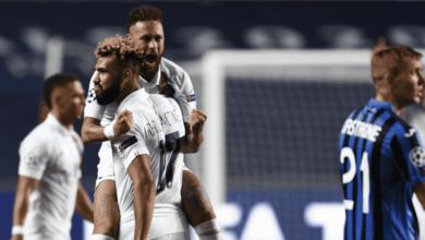 احتفال نيمار مع موتينج بهدف الفوز في مباراة باريس سان جيرمان واتلانتا في ربع نهائي دوري ابطال اوروبا