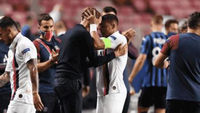 تياجو سيلفا يحتفل مع توماس توخيل بعد فوز باريس سان جيرمان على أتلانتا في ربع نهائي دوري أبطال أوروبا