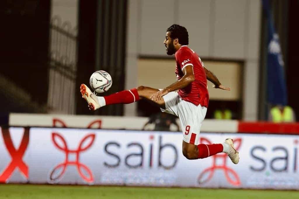 استلام مروان محسن لتمريرة محمد الشناوي في مباراة الاهلي والجونة بالدوري المصري