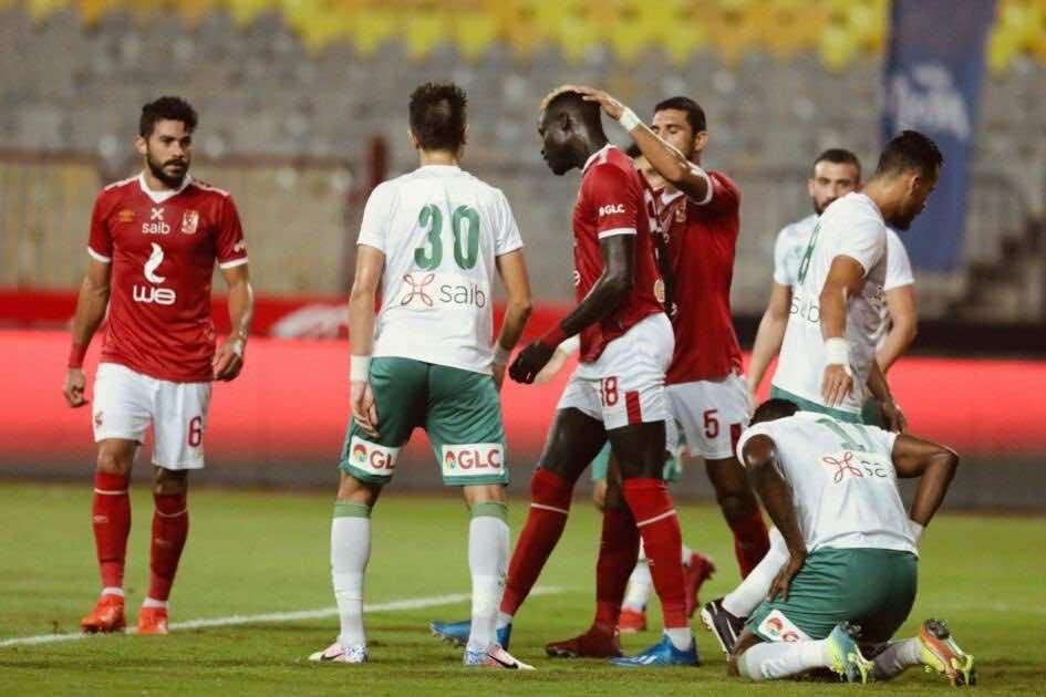 رامي ربيعة يحتفل مع آليو بادجي بهدف امام المصري