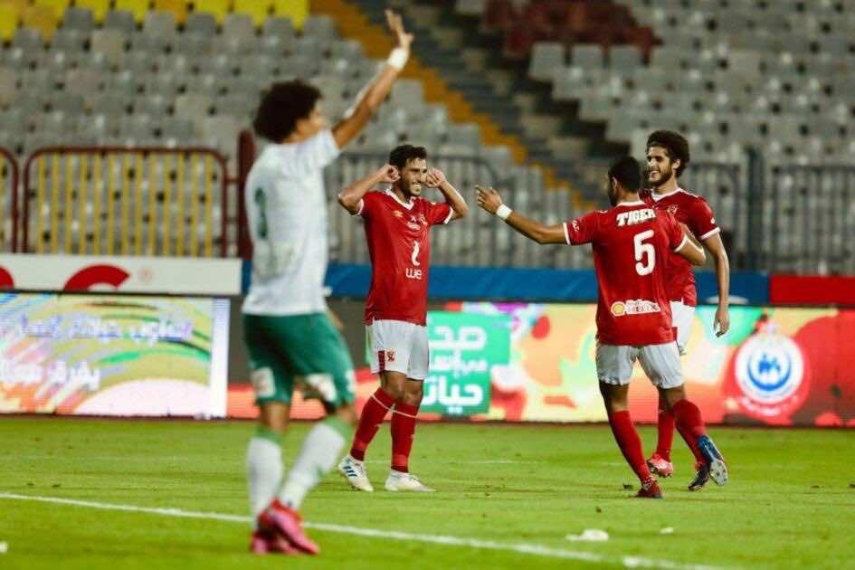 حمدي فتحي يحتفل بهدفه في مباراة الاهلي والمصري