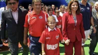 صورة بينتو يَعد بتأهيل الامارات إلى كأس العالم 2022
