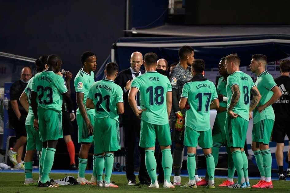 زيدان ورفاقه في مواجهة ريال بيتيس غداً السبت - صور Afp