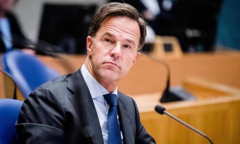 رئيس وزراء هولندا يطالب الجماهير بالتزام الصمت