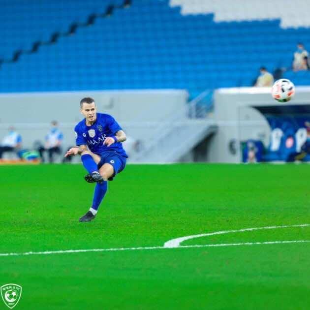 صور مباراة الهلال وباختاكور - لحظة تسديد جيوفينكو كرة الهدف الاول