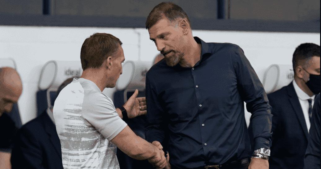 بيليتش يصافح رودجرز في مباراة وست بروميتش وليستر سيتي في الدوري الانجليزي