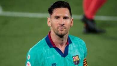صورة ميسي يعلن بقائه مع برشلونة: سأبقى حتى لا أتورط في نزاع قانوني
