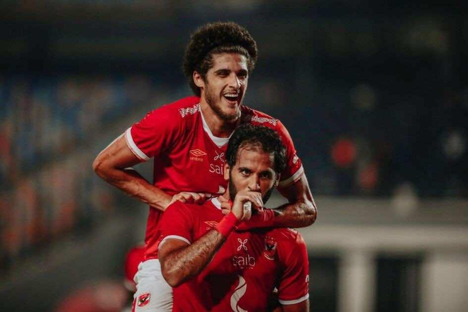 أحمد الشيخ يحتفل مع مروان محسن بالهدف الأول للاهلي امام وادي دجلة في الجولة 24 من الدوري المصري