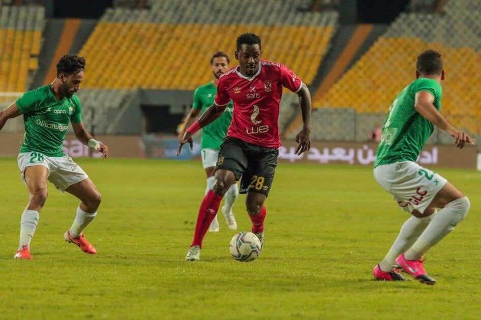 جونيور أجايي في مباراة الاهلي والاتحاد السكندري في الدوري المصري