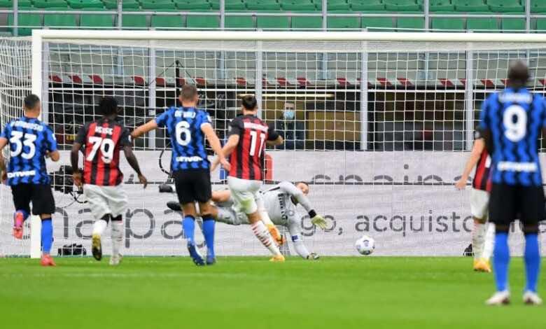 زلاتان ابراهيموفيتش يسجل من ضربة جزاء فى ديربي ميلانو بالدوري (صور:AFP)