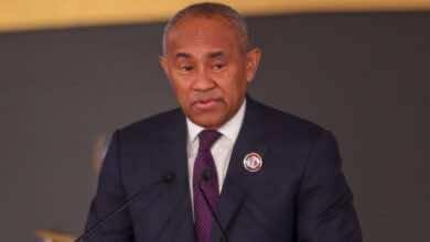 بي بي سي: الفيفا يُهدد أحمد أحمد بعقوبات دولية بسبب شبهة فساد