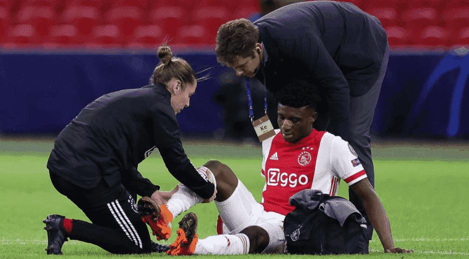 إصابة الغاني محمد قدوس في مباراة أياكس وليفربول في افتتاح دوري أبطال أوروبا 2021/2020